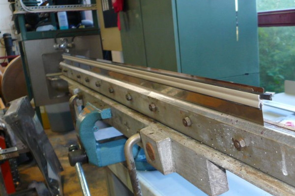 AkeBoose Rakelhalter in Maschinenhalter installiert